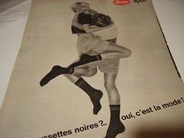 ANCIENNE PUBLICITE LA MODE DES CHAUSSETTES NOIRES  DE STEMM  1961 - Habits & Linge D'époque
