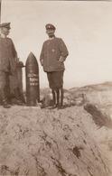 Photo 1915 Secteur LOMBARDSIJDE, WESTENDE - Officier Allemand Avec Un Obus (A196, Ww1, Wk 1) - War 1914-18