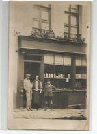 CARTE PHOTO WORMHOUT COMMERCE VITRINE A SITUER Se Trouvait Avec Des Document De Wormhout - Wormhout