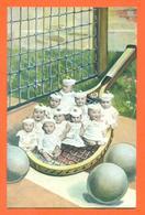 """CPA Bébés Multiples """" Bébés Dans Une Raquette De Tennis """" JCP 26 - Groupes D'enfants & Familles"""
