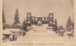 PONTARLIER En Hiver: Le Monument Aux Morts Sous La Neige - Pontarlier