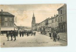 BACCARAT - Rue Des Ponts - Sortie Des Ouvriers à Midi -  Beau Plan Animé -  Ed. Mme Schirck - 2 Scans - Baccarat