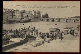 Angers - Embarquement Sur La Maine Des Promeneurs Pour La Pointe Et L'Île De Béhuard - Angers