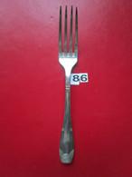 N° 86 - 1 Fourchette ARGENTE 2 Poinçons : 1°/GO-JB Et 2°/COQUILLAGE - Poids : 51 Gr - L. 19 Cm   - BE - - Argenteria