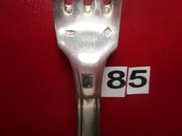 1 Fourchette ARGENT 6- 2 Poinçons : 1/84gr- 2/CROIX - Poids : 71 Gr - L. 21 Cm  - TBE - N° 85 - Argenterie