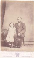 ANTIQUE CDV PHOTO - FATHER @ DAUGHTER .  NEWTON STEWART STUDIO - Photographs