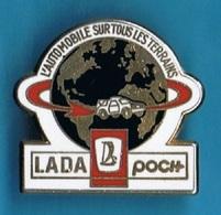 PIN'S //  ** LADA POCH / L'AUTOMOBILE SUR TOUS LES TERRAINS ** . (Arthus Bertrand) - Rallye