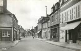 18 - JOUET SUR L'AUBOIS - Rue Du Commerce En 1955 PF - France