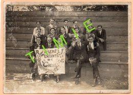 GRANDE PHOTO - 64 - BIARRITZ - GROUPE DE JEUNES HOMMES AVEC BANDEROLE LES ENFANTS DE CHELITZ - Anonyme Personen