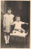 Thèmes - Photographie - Portrait D'enfants - Garçon - Fille - Photo - Personnes Anonymes