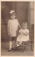 Thèmes - Photographie - Portrait D'enfants - 2 Filles - Photo - Personnes Anonymes