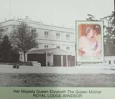 L) 1990 GRENADINES OF ST. VINCENT,5C, HER MAJESTY QUEEN ELIZABETH THE QUEEN MOTHER ROYAL LODGE-WINDSOR, MNH - St.Vincent & Grenadines