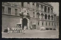*La Relève De La Garde Devant Le Palais Princier* Ed. La Cigogne Nº 99.138.45. Nueva. - Palacio Del Príncipe