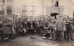 AK Foto Deutsche Soldaten Beim Putzen - Waschtag - Feldpost Ers. Pion. Batl. 26 - 1915 (37266) - Guerra 1914-18