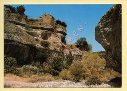 34. Le Rocher De MINERVE Et Les Remparts (voir Scan Recto/verso) - Altri Comuni