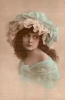 JOLIE JEUNE FEMME AUX EPAULES NUES AVEC UNE CHARLOTTE BLEUE CIRCULEE SOUS ENVELOPPE 1917 - Femmes