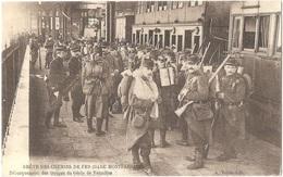 Dépt 75 - PARIS - GRÈVE DES CHEMINS DE FER 1910 - Montparnasse - Débarquement Des Troupes, Génie De Versailles - (train) - Métro Parisien, Gares