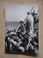 LES SAINTES MARIES DE LA MER STE SARAH A LA PROCESSION DES GITANS CLICHE VIOLET - Saintes Maries De La Mer