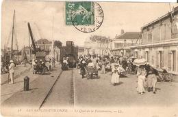 AVIT18-  LES  SABLES D'OLONNE  EN VENDEE LE QUAI DE LA POISSONNERIE  TRAIN  CPA  CIRCULEE - Sables D'Olonne