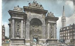 CPSM FORMAT CPA . LILLE . LA PORTE DE PARIS ET LE BEFFROI DE L'HOTEL DE VILLE .  ECRITE AU VERSO - Lille