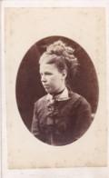 ANTIQUE CDV PHOTO. LADY - HAIR STYLE INTEREST. WIGTON STUDIO. - Photographs