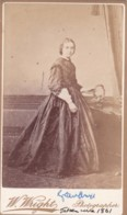 ANTIQUE CDV PHOTO.  LADY WEARING LONG FULL DRESS. LONDON STUDIOS. - Photographs