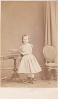 ANTIQUE CDV PHOTO.YOUNG GIRL STOOD AT TABLE.  HELENSBURGH STUDIO. - Anciennes (Av. 1900)