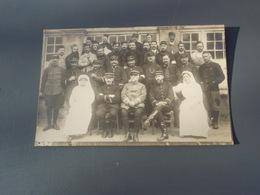 Cpa Groupe De Soldats Du 4° Avec Infirmières - Regiments