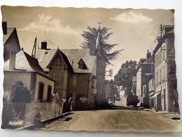 C.P.A. : 19 MEYMAC : Route De Limoges, Animé, Timbre En 1963 - Altri Comuni