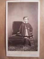 Photographie Ancienne CDV -  Fillette Avec Canne - Epoque 1870 Environ - Photo I. Verstraeten, Bruxelles -  TBE - Photographs