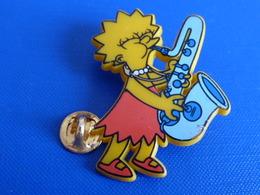Pin's Lisa Simpson - Saxophone - Pin's En Plastique (SD5) - Filmmanie
