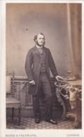 ANTIQUE CDV PHOTO - BEARDED MAN BY TABLE.  LONDON STUDIO - Photographs