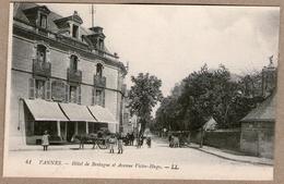 56 / VANNES - Hôtel De Bretagne Et Avenue Victor-Hugo (animée, Charrette...) - Vannes