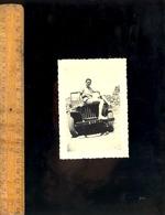 Photographie Originale : Homme Sur Automobile Voiture Type Jeep Willys Armée Française - Automobiles