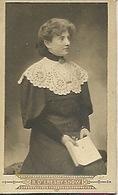 Photo De Femme  10,5 Sur 6,4 Photographe R D'Eresby Snow.  Saint Brieuc 5 Place Saint Michel Avant 1870 ? - Antiche (ante 1900)