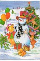 Carte De Fête --Bonhomme De Neige Au Pied Du Sapin  (cadeaux,ours En Peluche,souris,ours En P )-- Carte Double - Natale