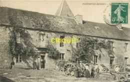 22 Plounevez-Moedec, Kergaer, Animation Dans La Cour, Carte Peu Courante Affranchie 1909 - France