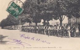 TROYES: Les Chasseurs Rentrant à La Caserne Beurnonville - Troyes