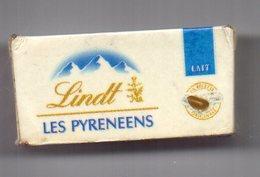 MAGNET    BOITE DE CHOCOLATS AU LAIT     LINDT  LES PYRENEENS - Magnets