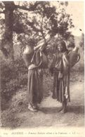 Femmes Kabyles Allant à La Fontaine - Women