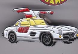 Pin's  VOITUR MERCEDES N° 268 - Mercedes