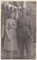 AQ89 Photograph - Soldier With A Lady - Guerra, Militari
