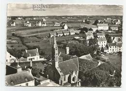 Bretagne - 29 Finistère - Plozevet Vue Aérienne église Fontaine Sacrée Et Menhir érigé En Souvenir Des Morts De 14-18 - Plozevet