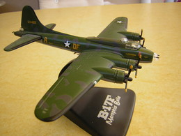 """MAQUETTE  EN  METAL  DU B.17F """"  MEMPHIS  BELLE  """"  Sur Socle PLASTIQUE NOIR . - Avions & Hélicoptères"""