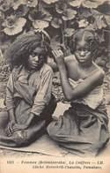 CPA MADAGASCAR - Femmes ( Betsimisaraka ) - La Coiffure - Madagascar