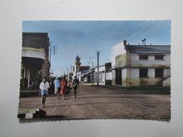 Carte Postale - MADAGASCAR - Diego Suarez - La Rue Et Le Cinemad'Ambre (2500) - Madagascar