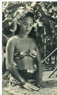 CPSM  Publicitaire (Ionyl) 18x10.5   ILE PITCAIRN  Jeune Fille Triant Du Café   Bel Affranchissement  Un Angle Usagé - Pitcairn Islands