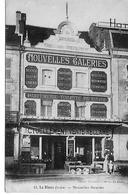 36 LE BLANC  LES NOUVELLES GALERIES  AVEC LES PROPRIETAIRES DEVANT LA BOUTIQUE - Le Blanc