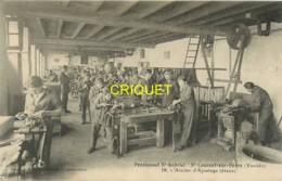85 St Laurent Sur Sèvre, Ecole St Gabriel, Atelier D'Ajustage, Beau Plan Des élèves Au Travail - Altri Comuni