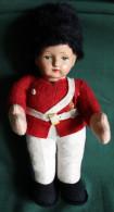 Ancienne Poupée En Paille Tête Carton  Militaire Anglais? Vintage - Dolls